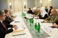 Порошенко осудил нападение на храм УПЦ КП в аннексированном Крыму