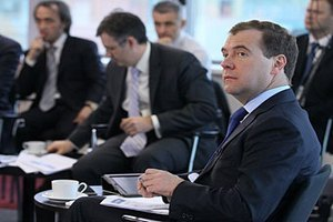 Две фракции в Госдуме проголосуют против Медведева