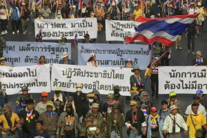 Прем'єр-міністр Таїланду мусила покинути Бангкок