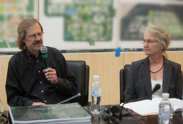 Концепцію BIONIC Hill презентують американські архітектори Бертон Міллер та Елізабет Шрів (Київ, 2013 рік)