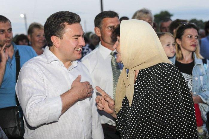 Віктор Бондар під час передвиборчої поїздки смт Стара Синява, 7 липня 2019
