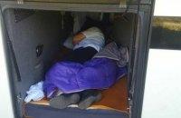"""Пограничники обнаружили в туристическом автобусе водителя - """"зайца"""""""