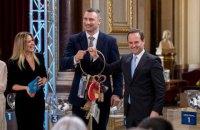 Кличко передав меру Лісабона символічні ключі від Євробачення