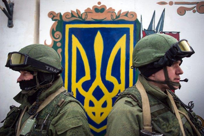 'Зелені чоловічки' в Перевальному, Крим, 2 березня 2014.