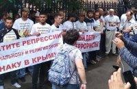 """В Москве задержали около 60 участников пикета у здания суда, где рассматривают апелляции по делу """"Хизб ут-Тахрир"""""""