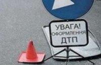 В Киеве скутер врезался в «Daewoo»