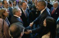 На саммите в Панаме Обама и Кастро пожали друг другу руки