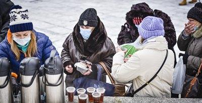 Проти холоду й голоду. Як під час морозів допомагають бездомним і бідним