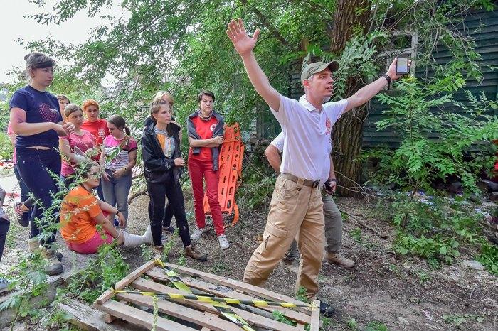 Олег Картавый во время учений Красного Креста Украины и волонтеров на полигоне ДСНС под Киевом