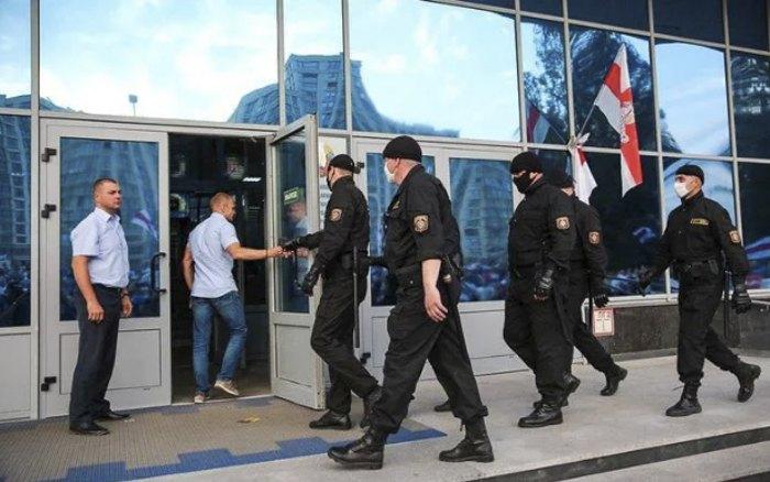 Силовики прибыли в 'Белтелерадиокомпанию' в связи с протестами.