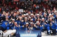 Вратарь сборной Финляндии бросил клюшку в голову американцу, празднуя победу на молодежном чемпионате мира