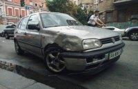 На Большой Житомирской в Киеве участник АТО на Volkswagen протаранил 4 машины