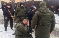 Полицейский получил огнестрельное ранение возле Соломенского суда