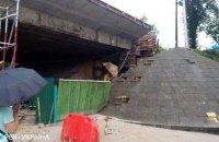 На Подоле в Киеве обвалилась часть Кирилловского путепровода (обновлено)