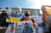 Возле российского посольства в Киеве провели акцию в поддержку 24 пленных моряков
