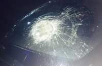 Нардепу Рибалці розбили вікна автомобіля 500-грамовими гирями