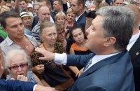 """Порошенко пообещал компенсации обманутым вкладчикам """"Михайловского"""""""
