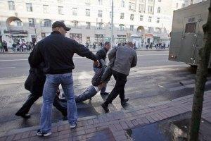 В Беларуси задержали более 350 молчаливых активистов (обновлено)