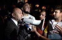 Под Святошинским РОВД в Киеве снова протестуют