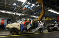 Випуск авто в Україні впав майже на чверть