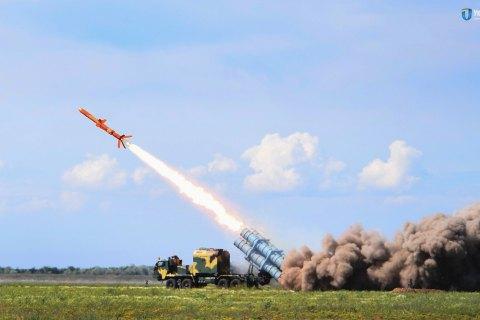 """Збройні сили прийняли на озброєння береговий ракетний комплекс """"Нептун"""""""