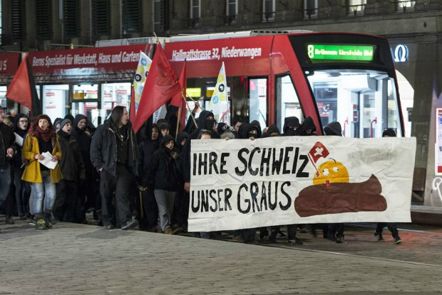 Швейцарцы протестуют против результатов референдума