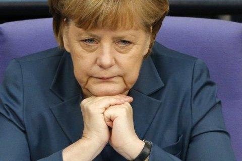 Меркель призвала Россию к диалогу
