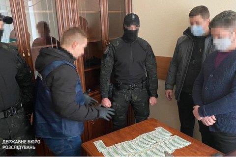 ДБР затримало керівників Нацагентства з акредитації під час отримання $2500 хабара