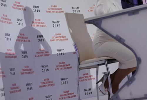 У Юлии Тимошенко, конечно же, больше шансов, потому что ее будет окружать ореол мученицы и репутация человека, с легкостью рвущего старые связи и зависимости