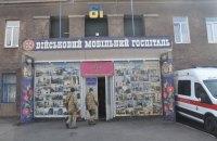 Волонтери з Литви передали військовому госпіталю в Маріуполі 15 ліжок і реанімобіль