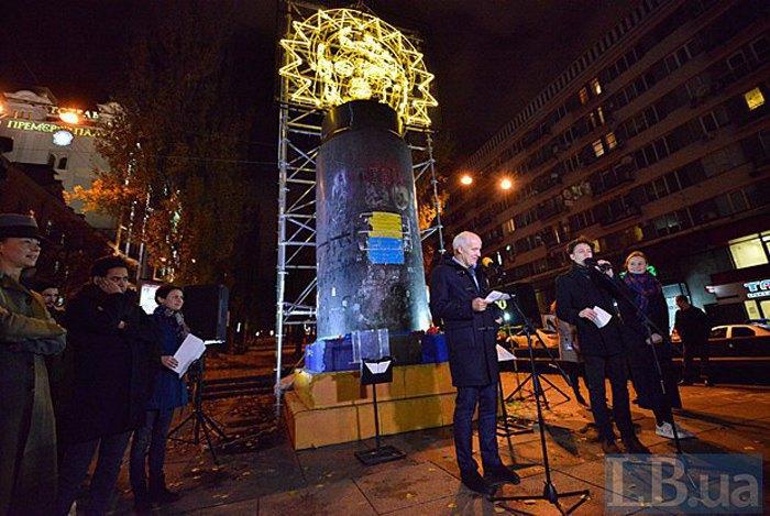 Презентация инсталляции «Бесконечное празднование» на бульваре Тараса Шевченко в Киеве, 7 ноября 2016.