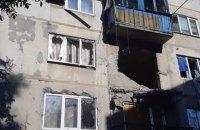 Російські найманці обстріляли багатоповерхівку в Красногорівці, є поранений