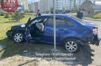 В Киеве водитель BMW насмерть сбил пожилую женщину и влетел в другое авто