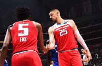 В своем дебютном матче за новый клуб НБА украинец Лень едва не устроил драку