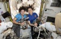 Впервые в истории в открытый космос с МКС вышли две женщины