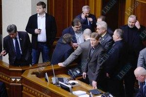Оппозиция заблокировала парламентскую трибуну