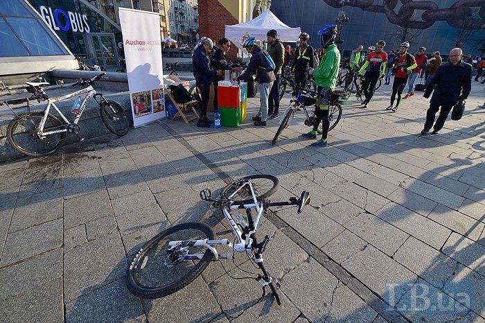 УКиєві провели флешмоб «Нароботу велосипедом»