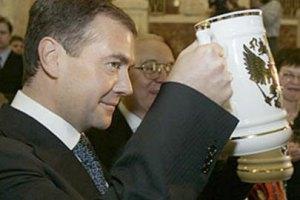 Медведев приравнял пиво к алкоголю
