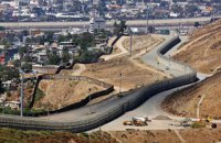 США начали строить прототипы стены на границе с Мексикой