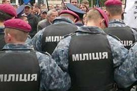 На улицы Западной Украины выпустили внутренние войска