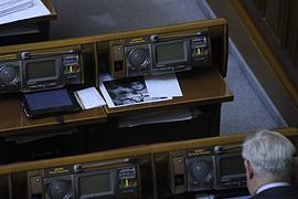 Рада досрочно прекратила полномочия депутатов-совместителей