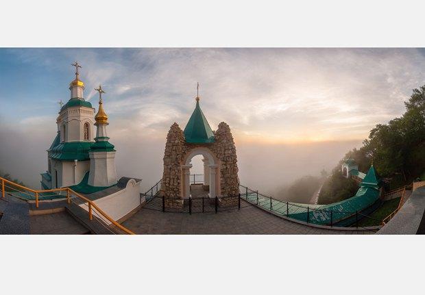 Николаевская церковь в Святогорске