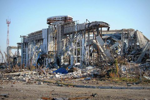 """Луганский аэропорт был уничтожен тактическими ракетами """"Точка"""" с территории России, - Минюст"""