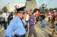 Міліціонерам заборонили їсти насіння та плюватися під час Євро
