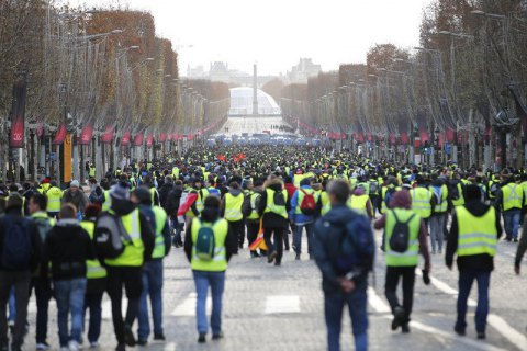 У Парижі відбулися сутички на першотравневій демонстрації (оновлено)