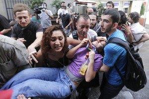 12 человек попали в больницу после беспорядков в центре Стамбула