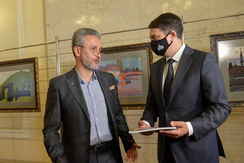 Спикер украинского парламента Дмитрий Разумков на открытии выставки Ю. Химича