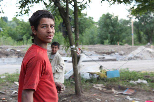 В свои 13 лет Томаш не умеет читать и писать, и только мечтает о школе