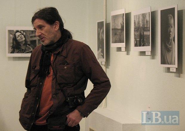Фотограф рассказывает, что выбранные фото для выставки - это только малая часть всего отснятого материала