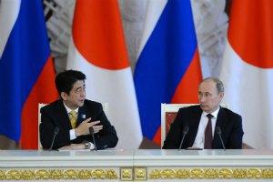 Прем'єр-міністр Японії закликав Путіна обговорити мирний договір